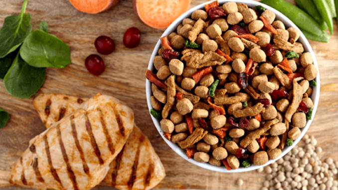 Is it possible to combine dry food and natural